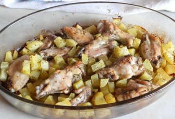 Ali di pollo arrosto con patate for Cucinare a 80 gradi