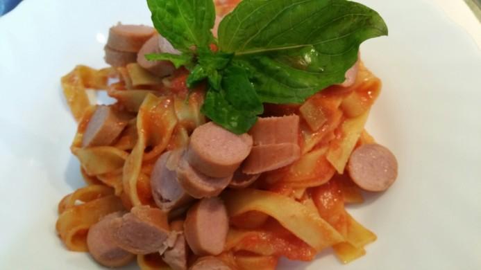 Tagliatelle sfiziose con wurstel il primo preferito dai for Cucinare wurstel