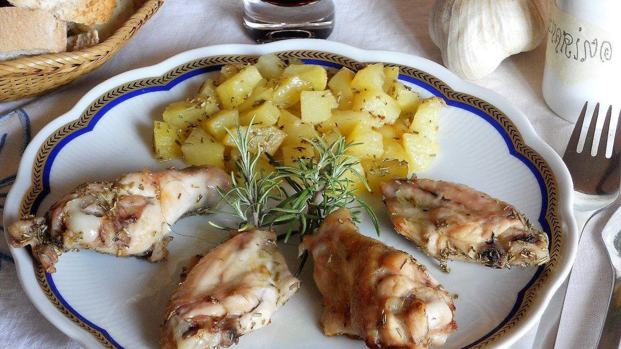 Ali di pollo arrosto con patate for Foto ricette