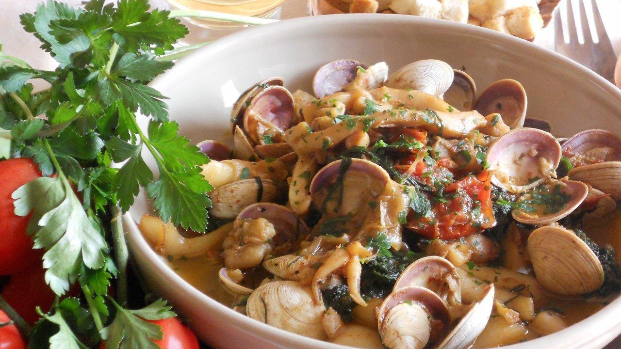 Zuppa di mare con agretti for Cucinare gli agretti