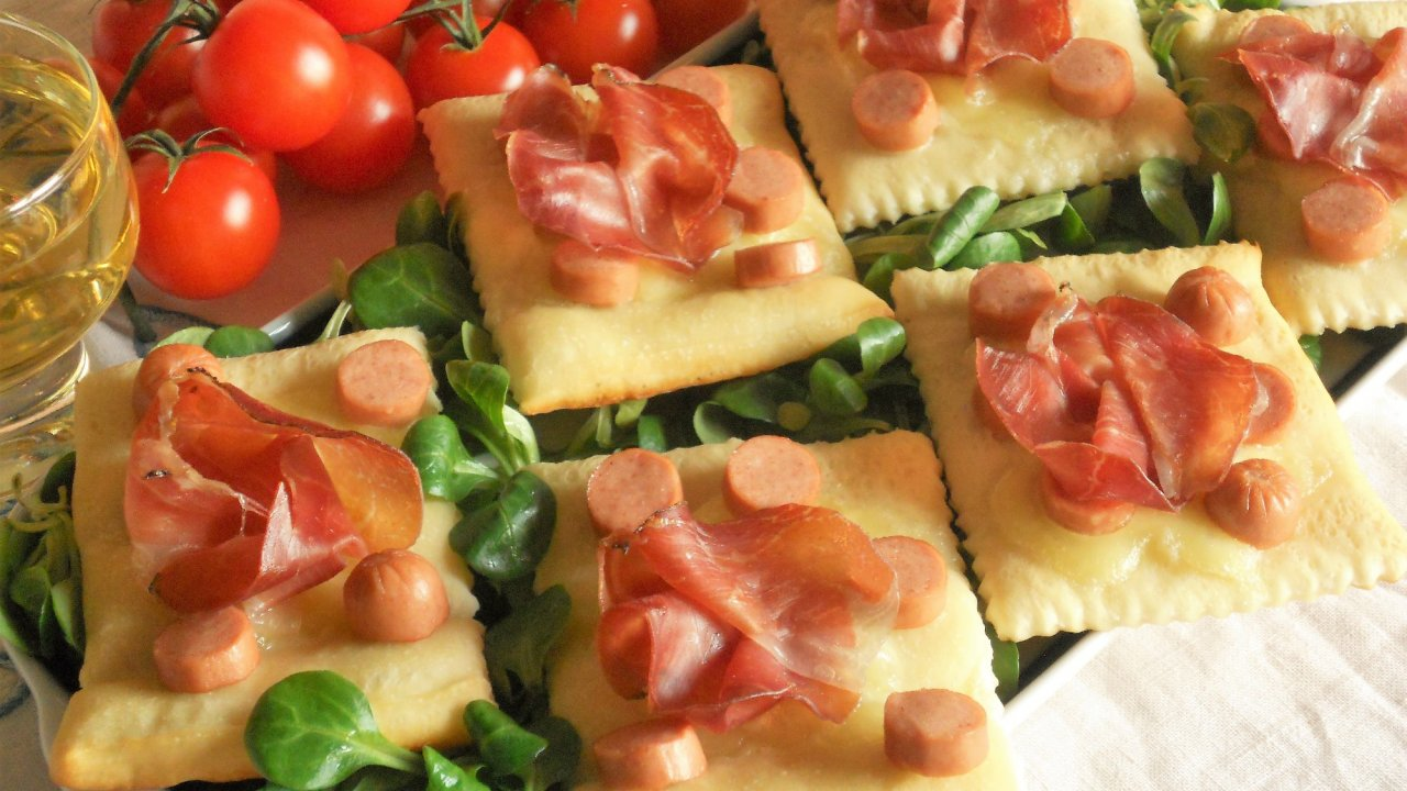 Crostini allo speck mozzarella e wurstel for Cucinare wurstel