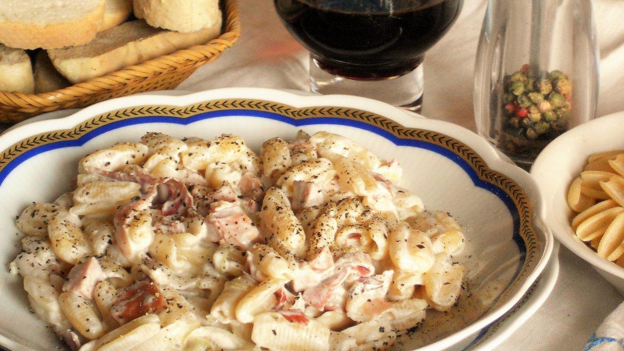 Gnocchetti sardi speck wurstel e panna for Cucinare wurstel
