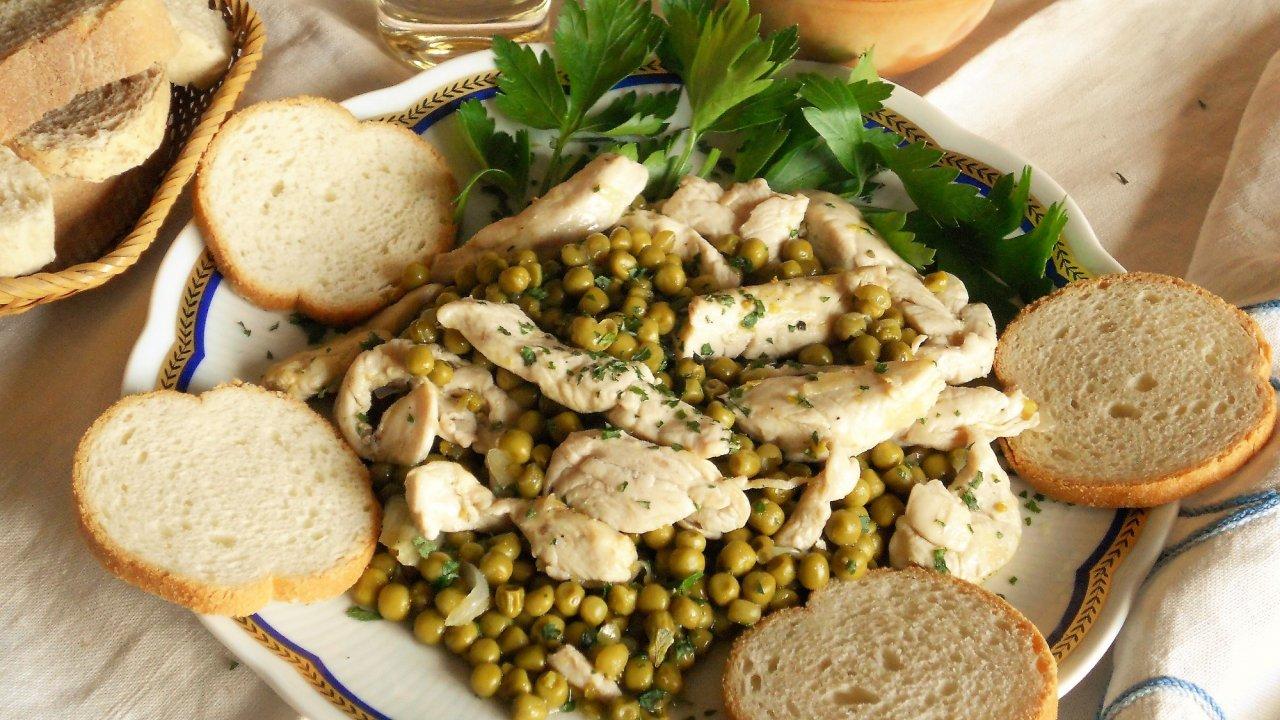 Ricetta straccetti di pollo con piselli for Cucinare piselli