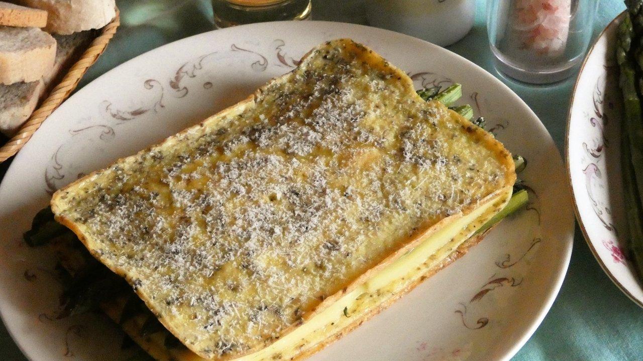 Super omelette con asparagi for Cucinare asparagi