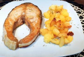 Ricetta Salmone Con Patate Al Forno.Secondo Di Pesce La Ricetta Salmone Al Forno Con Patate Cucinare It
