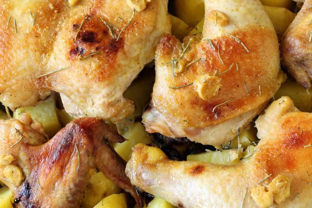 Pollo al forno con patate for Cucinare wurstel al forno