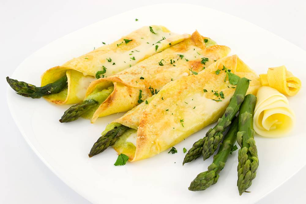 Crepes con asparagi ricetta fresca e delicata for Cucinare asparagi