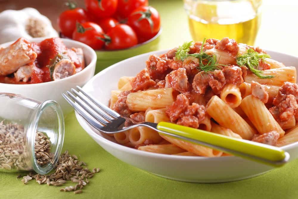 Maccheroni con salsiccia - Come cucinare salsiccia ...