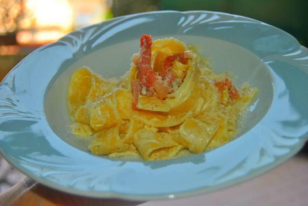 Pappardelle con speck e formaggio