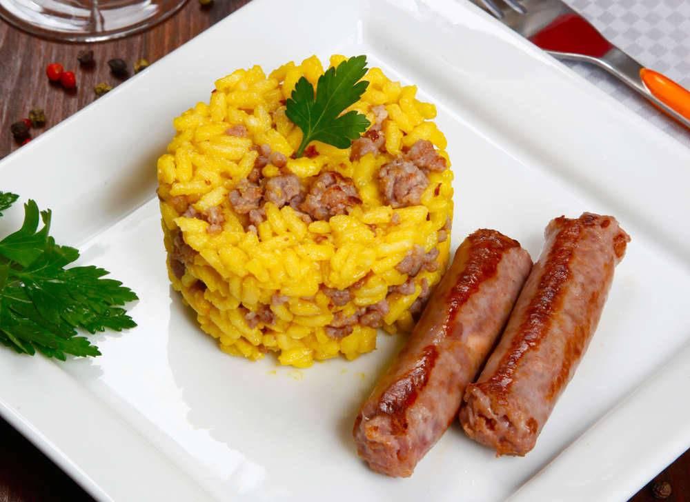 Risotto zafferano e salsiccia - Come cucinare salsiccia ...