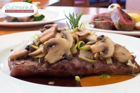 Bistecca con funghi e cipolle