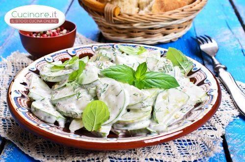 Cetrioli con yogurt e menta for Cucinare cetrioli