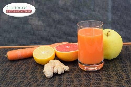 Centrifugato carote arancia mela curcuma e zenzero for Cucinare zenzero