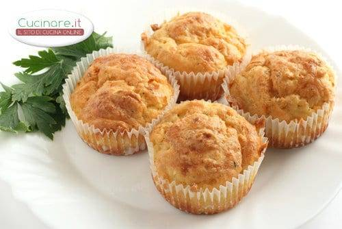 Muffin con funghi e salsiccia for Cucinare salsiccia