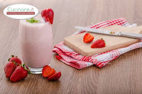 Smoothie con Fragole, Lamponi e Acqua di Rose