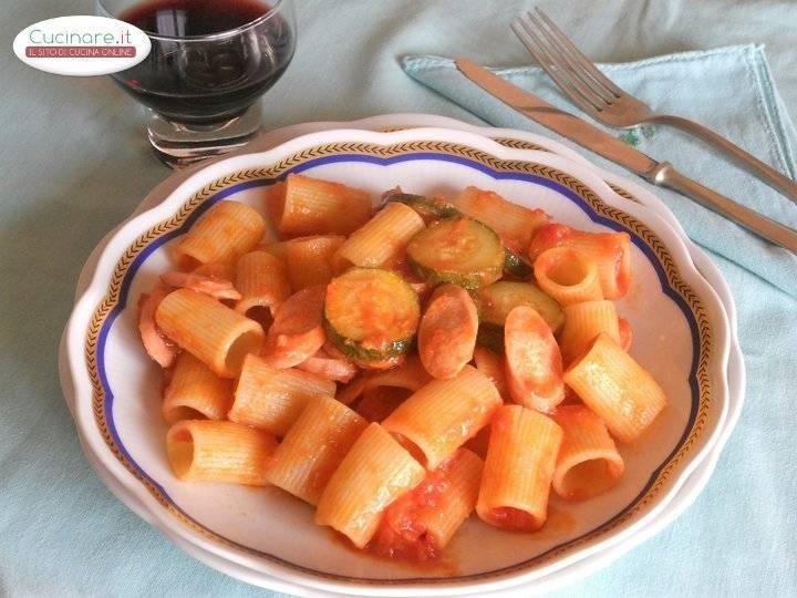 Pasta al sugo di zucchine e wurstel for Cucinare wurstel