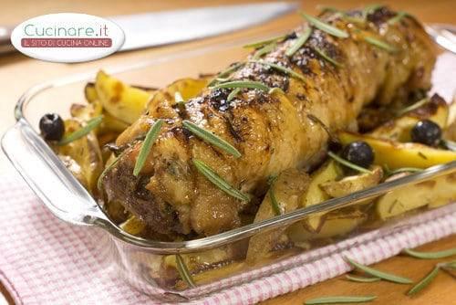 Cappone ripieno con mandorle castagne e salsiccia for Cucinare salsiccia