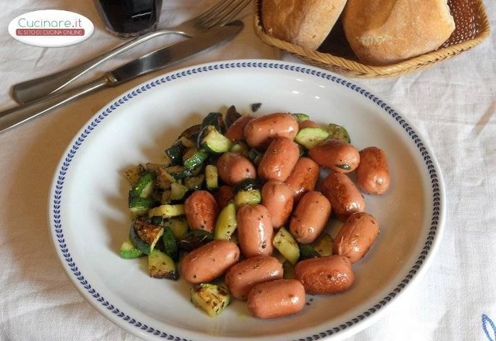 Mini wurstel con zucchine for Cucinare wurstel