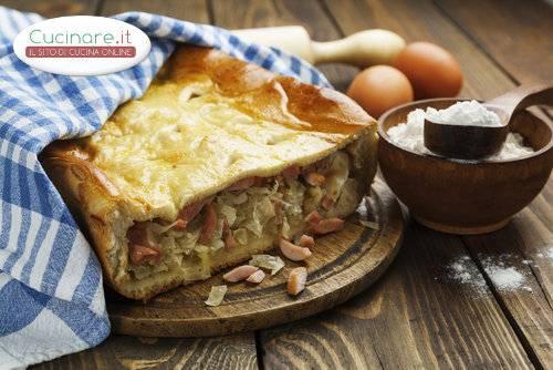 Torta salata con verza e wurstel for Cucinare wurstel