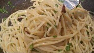 spaghetti-aglio-olio-e-peperoncino-preparazione-7