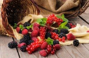 cibi-che-aiutano-l-attenzione-i-frutti-rossi