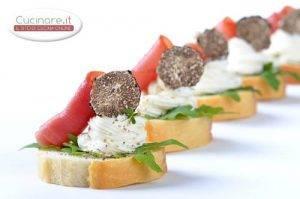 bruschette_con_rucola_prosciutto_crudo_formaggio_e_tartufo