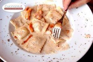 ravioli_di_patate_in_salsa_rosa