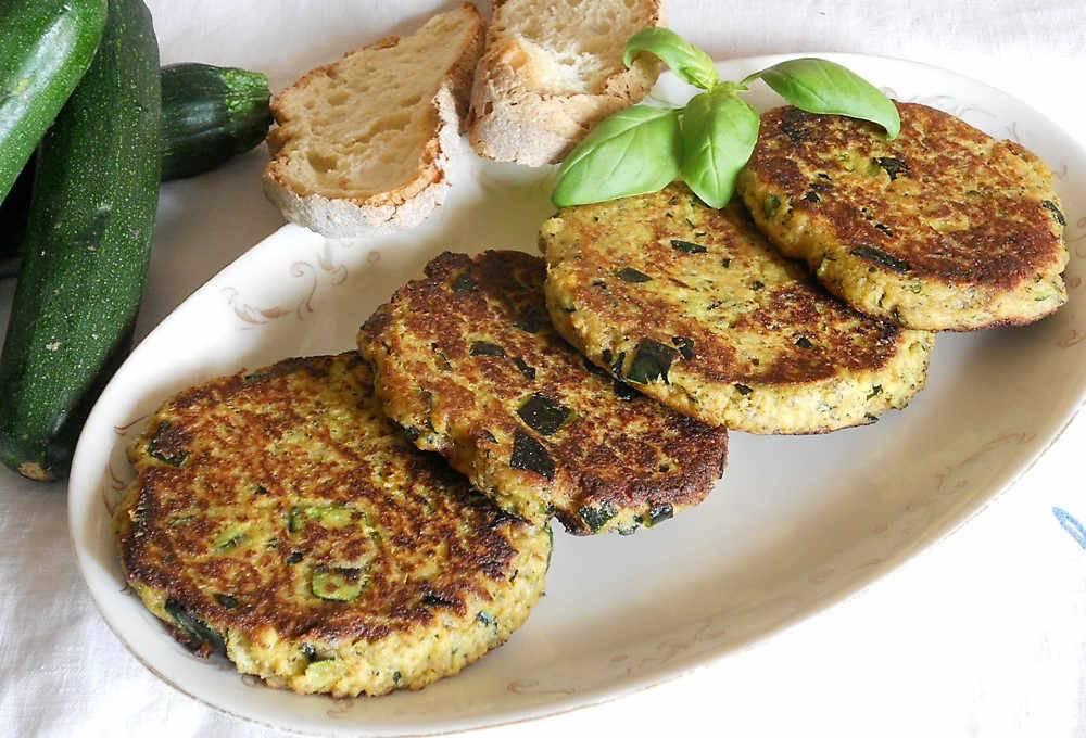 Hamburger di zucchine un piacevole secondo di verdure for Cucinare hamburger microonde
