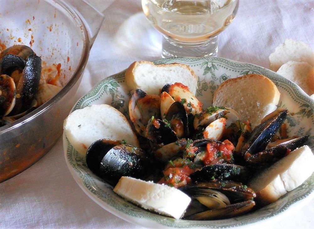 Cozze e vongole alla marinara ricetta golosa for Cucinare le cozze