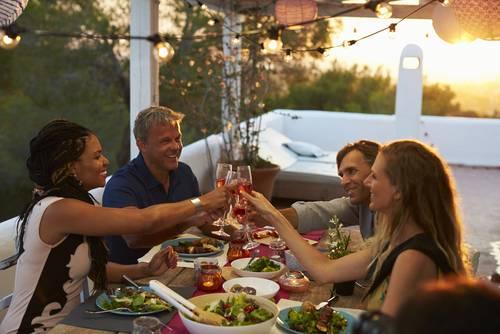 Cena estiva salutiamo la bella stagione con gli amici - Cena tra amici cosa cucinare ...