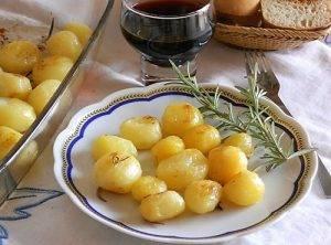 Patatine novelle al forno for Cucinare wurstel al forno