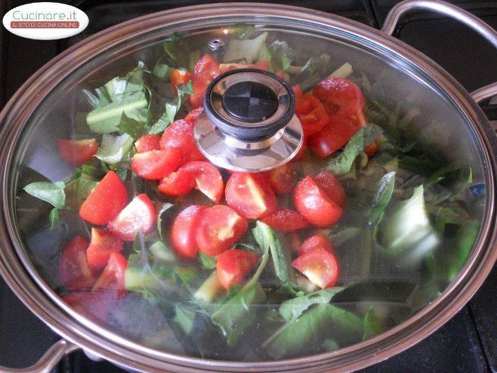 Cicoria stufata con Peperoncino, Olive e Capperi preparazione 6