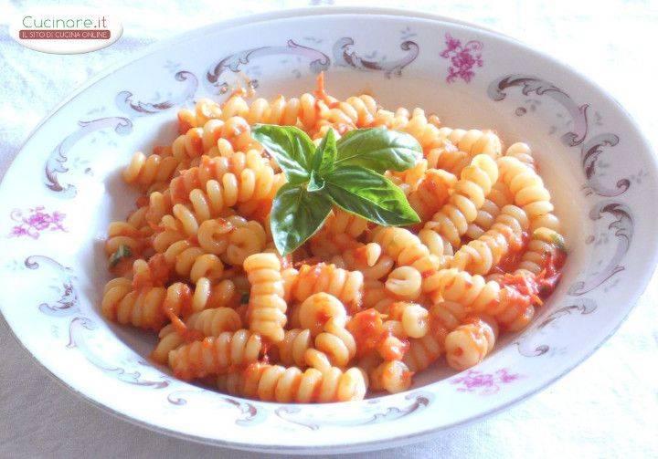Fusilli Alla Crema Di Peperoni Pomodorini E Basilico