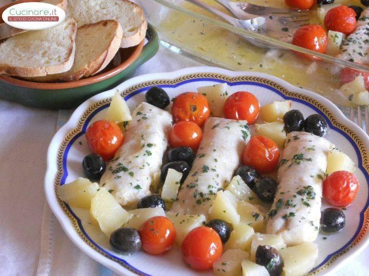 Merluzzo al forno con pomodorini patate e olive nere - Cucinare olive appena raccolte ...