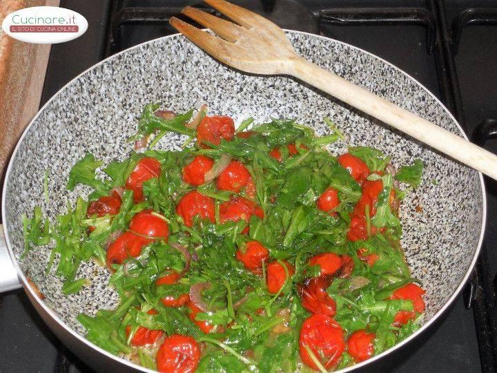 Pasta con rucola pomodorini grigliati e pecorino sardo for Cucinare 5 minuti