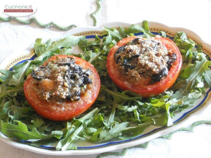 Pomodori Al Forno Ripieni Di Pane Nero Olive Capperi E
