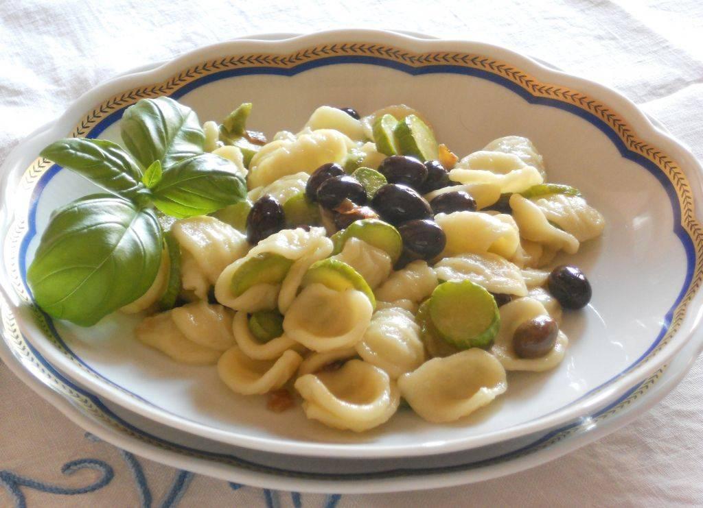 Ricetta Zucchine Trombetta.Orecchiette Con Zucchine Trombetta E Olive Taggiasche Cucinare It