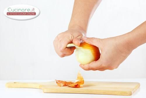 Pulire e tagliare le cipolle - Come cucinare le cipolle ...