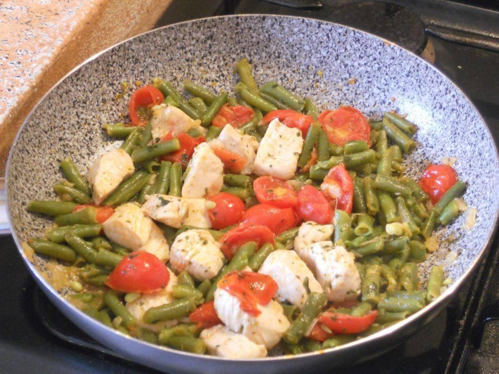 Spezzatino di pollo con pomodorini e fagiolini for Cucinare fagiolini