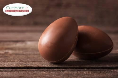 Uovo di pasqua al cioccolato al latte